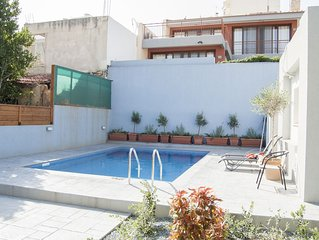 Kleraki's Place- 3 bedroom house with Swimming Pool in Limassol Centre