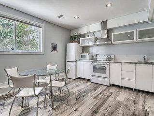 Modern One bedroom Apartment with parking