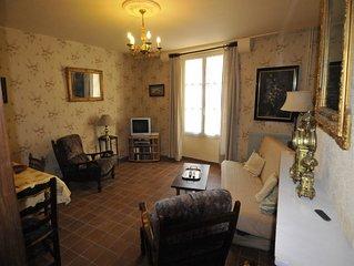 Spacious 2 Bdrm Apartment Historic Town Centre