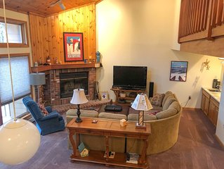 Cozy 4 Bedroom Townhome Across from Bretton Woods Ski Area