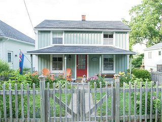 historic cottage in old town, wifi, BBQ, parking, 3 season view