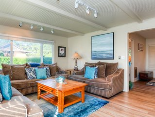 AllDecked Out: Huge Fenced Yard,  Hot Tub, Fire Pit, Dog OK, Short Walk to Beach