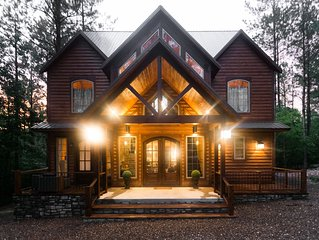 Brand New!Lightning Bug Lodge 4 BR; 5 Bth; Mutli-Level Decks; Hot Tub; Fire Ring