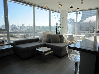 Clean, lovely apartment downtown w/ 3 bedrooms , 2 bathrooms. 98 walk score.
