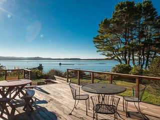 Heron House: a beautiful bay front home in Lincoln City with panoramic views!