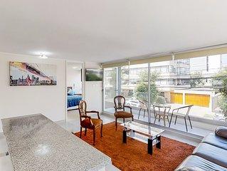 Luminoso depto con balcon privado - Bright condo w/private balcony