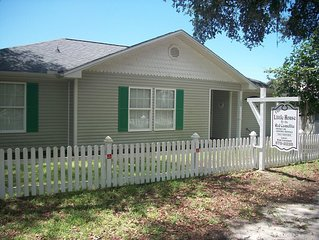 Camellia House, a charming little house for rest or play!