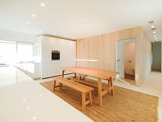 bright open luxurious high-end minimalist design - virtual tour on slide 3