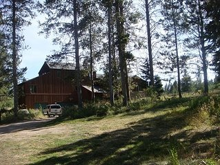 Great For Family Reunions - Spacious Lodge Bordering Forest