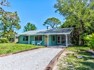 Beach Cottage, 1 block to community park and 1.5 miles to Nokomis Beach