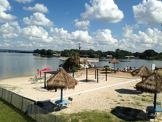 Escape to my Tropical Gem on Lake LBJ! Beautiful 1/1 Condo, Beach,Pool