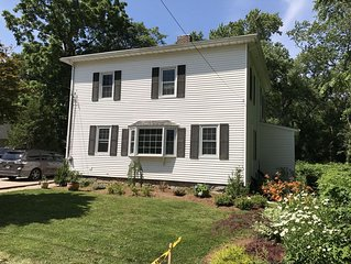 4 Bed Downtown Home, 5 Miles from Beaches
