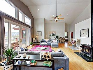 Expansive & Stylish 'Hemlock Hideaway' w/ Hot Tub, Deck & Stunning  Views