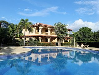 Spacious Condo with Large Pool, walking distance to pristine Junquillal Beach