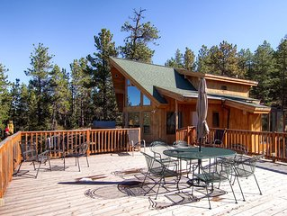 Great Family Home! Hot Tub! Huge Deck! 7 Miles from Downtown Nederland & Private