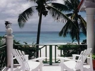 Beachfront Studio -Sea and Sand at the West-Coast of Barbados, Ferienwohnung in Bridgetown