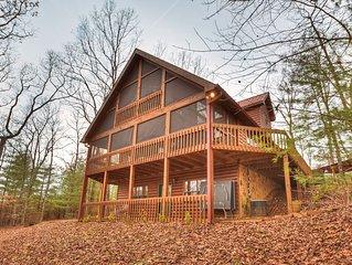 *Free Whitewater Rafting & Ziplining* Enjoy this very cozy cabin rental in the m