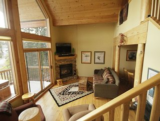 Bright Cozy 3 Bedroom Townhouse Cabin - Ski In/Out -private hot tub with vi