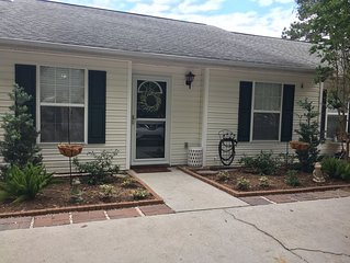 COZY AND CONVENIENT TOWNHOME/Close to Folly beach and Downtown