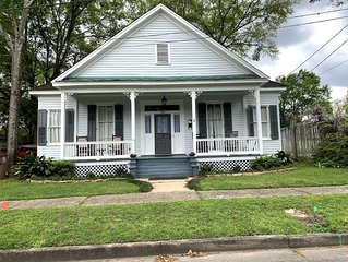Beautiful Midtown Cottage in heart of Old Dauphin Way Historic District