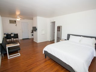 ★1 Hr to Coachella★ Modern Downtown Hemet Retreat - King + Queen 2 BR w/ Laundry
