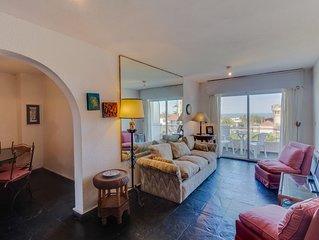 Cozy apartment w/ ocean views, unbeatable peninsula location near lighthouse