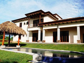 Casa Parador - Luxury Family Home, 2 Master Suites, Pool, Golf & Surf Heaven!