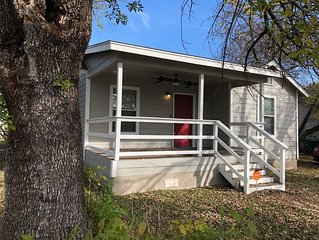 Modern cottage, minutes from DT/Alamo, Smart home