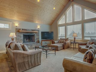 Five Peaks - Large 5 Bdrm, 4 Bath Home, Porch with Hot Tub and Mountain Views, c