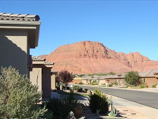 Quaint private courtyard cottage / casita with stunning views of red mountain.