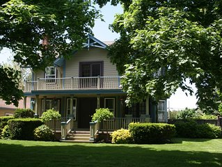 The Homestead - Luxury Cottage in Historic Old Town with Heated Pool