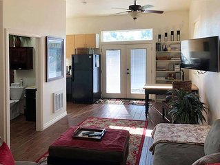Beautiful new detached casita nestled in scenic southern CA foothills!