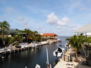 Private Pool Home w/Remote Lift Clear Canal Direct Bay Access Great Views Fenced