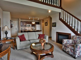 Beautiful 3 bedroom condo overlooking Tagalong Golf course