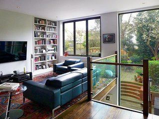 Gorgeous Modern Home 15 minutes from Buckingham Palace