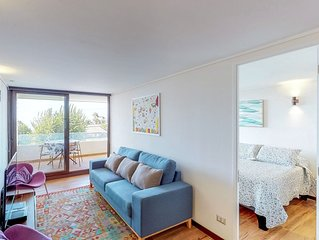 Modern, oceanfront apartment w/ a private balcony - near shopping & dining!