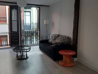 Beautiful, newly-renovated flat in the heart of the old city