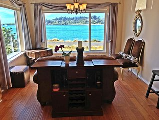 Waterfront Luxury. Unbeatable Location. Amazing Views, Hot Tub, Boat-RV Parking!