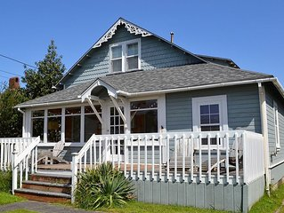 3BR/2Bath Classic Beach House Front and Back Decks 1/2 Block to the Beach