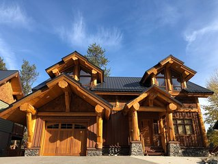 6 Bedroom Custom Log House w/2 Large Private Hot Tubs. 5 Min Flat Walk to Lifts.