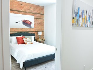 Best location! 3bedrooms 4bathrooms + front st terrace on Le Plateau (sleeps 11)