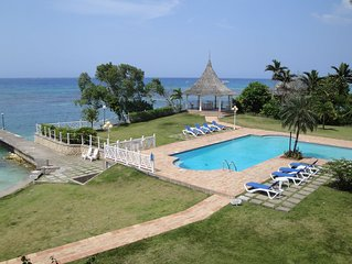 Ocho Rios Designer Apt,Sea,Beach, Pool, Cook/Hsekeeper, Tennis Court,1754 sq ft