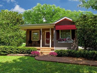 Adorable Cottage!  Everything!  WiFi, Kitchen, Jacuzzi, NO Cleaning Fee!!!