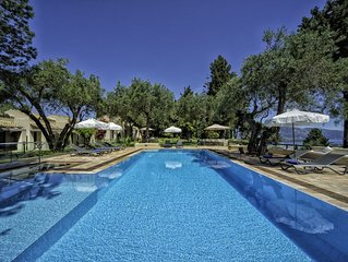 Villa Skyline (Chef, heated pool and free round-trip airport transfers included)