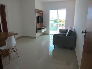 Apartamento clean, próximo à praia (com suíte e varanda)