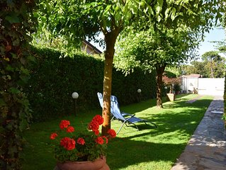Villa Cora 250 mts from beach with garden
