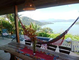 Linda casa com as melhores vistas para a Bahia de Paraty.