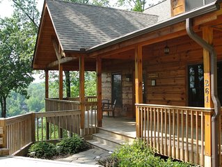 Deluxe log home, Lake Lure views, hot tub, game room, Jaccuzi, Wi-Fi! Specials!