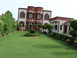 Beautiful Group n Marriage Stay Cottage in Amritsar