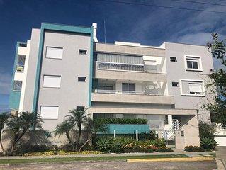 Apartamento com piscina e 2 dormitórios
